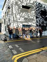Os alunos na visita à Street Art