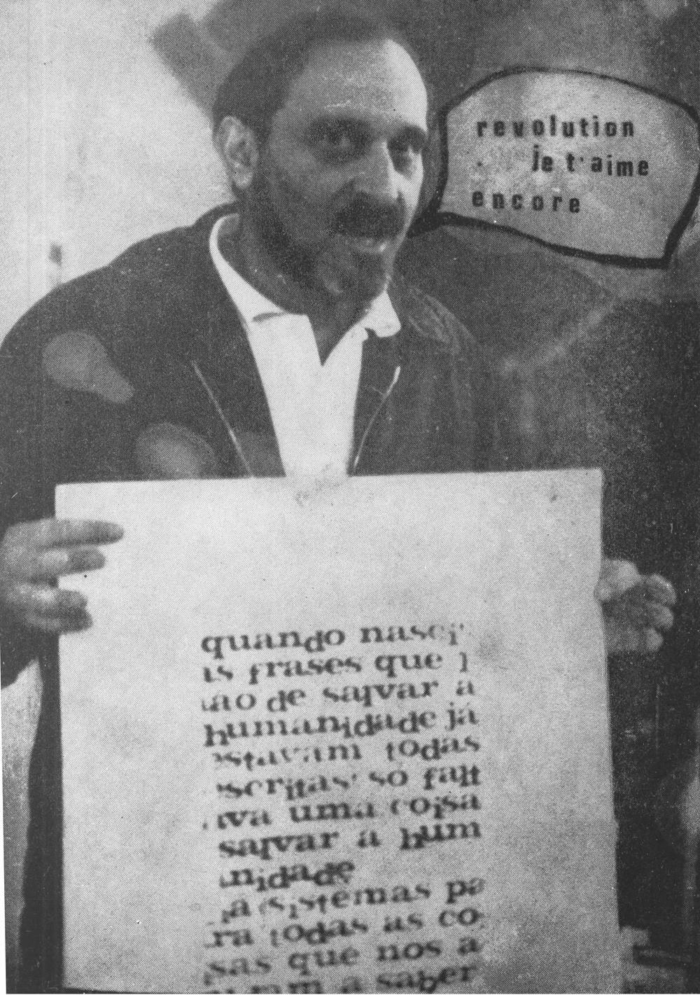 A Revolução como Obra de Arte [Nós Não Estamos Algures], postal, impressão offset, 15 × 10.5 cm, 1977.